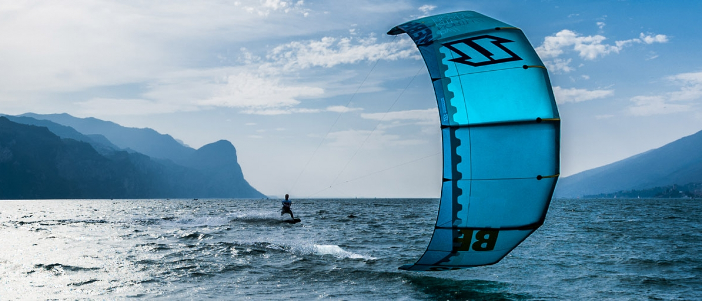 renewable-energy-kite-kite-surfer